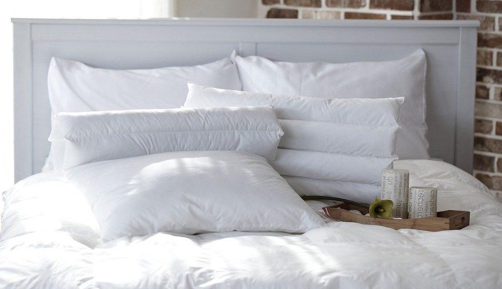 Ma chambre avec mon lit et mes nouveaux oreillers
